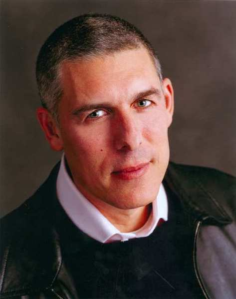 Lyor Cohen is resigning his post as chairman and chief executive of Warner Music Group's Recorded Music division, effective Sept. 30.