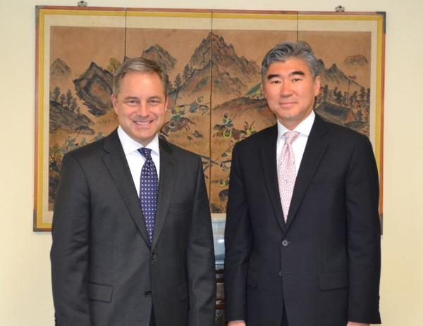 Governor Sean Parnell met in Seoul with the U.S. Ambassador to Korea and key Korean business and industry leaders. Monday, September 24, 2012