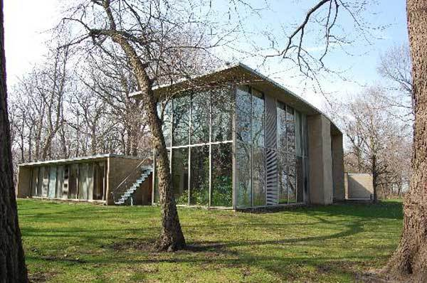 "Landmarks Illinois identified this Keck & Keck midcentury modern home as one of the state's <a href=""http://www.landmarks.org/ten_most_2012_blair_house.htm"">most endangered</a>. The listing warns that trespassers will be stopped."