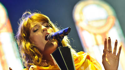 Florence Welch makes a splash