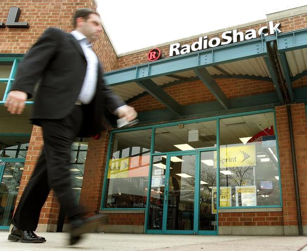 RadioShack said its chief executive of less than a year and a half will step down.
