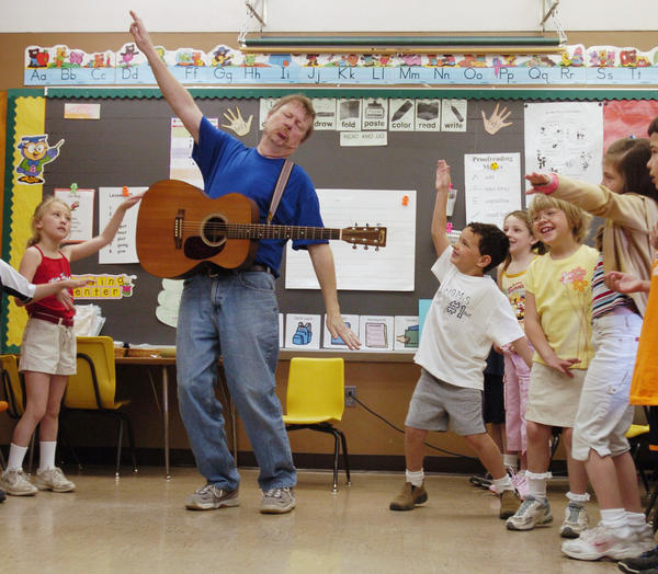 First graders play along as well known folk musician Dave Fry, of Madison Connecticut, signs a song at Weisenberg Elementary School  in Weisenberg Township, Wednesday, April 20, 2005. Fry is this year's Artist in Residence at the school. He spends a week at the school working with students on song writing and music. The program is in its 21year at the school.