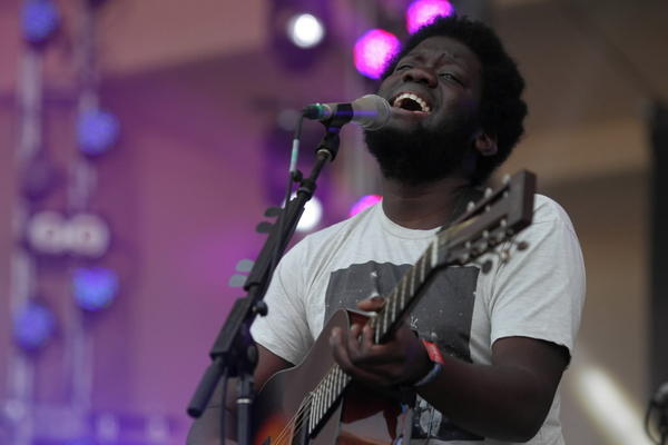 Michael Kiwanuka peforms at Lollapalooza earlier this year.
