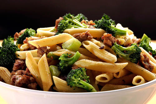 "Recipe: <a href=""http://www.latimes.com/features/la-fo-pastarec7-2009jan07,0,3890733.story"">Pasta with broccoli and Italian sausage</a>"