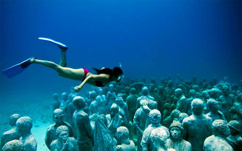 By Michael Robinson, Los Angeles Times<br> <br> Cancun, Mexico, has a new tourist destination that combines sculptures and ... snorkeling?