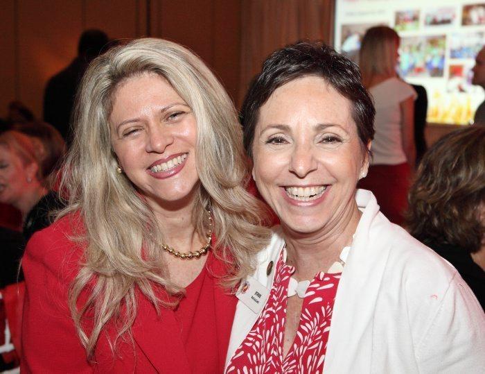 Giselle Cheminand, presidenta de Go Red 2012 junto a Josie Bacallao, presidenta de Hispanci Unity.