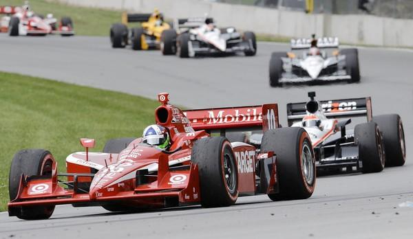 Dario Franchitti, of Scotland, leads a pack of cars on the track during the IndyCar Series' Honda Indy 200 at Mid-Ohio Sunday, Aug. 8, 2010, in Lexington, Ohio.