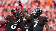 <b>Video:</b> Incredible catch propels Cincinnati past Virginia Tech