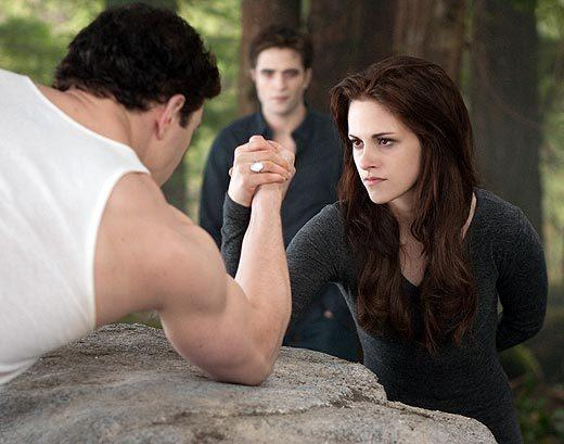 'The Twilight Saga: Breaking Dawn - Part 2' pictures: Emmett, Edward and Bella