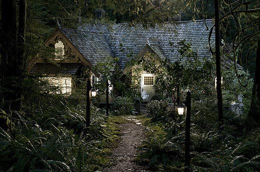'The Twilight Saga: Breaking Dawn - Part 2' pictures: Edward and Bellas cottage