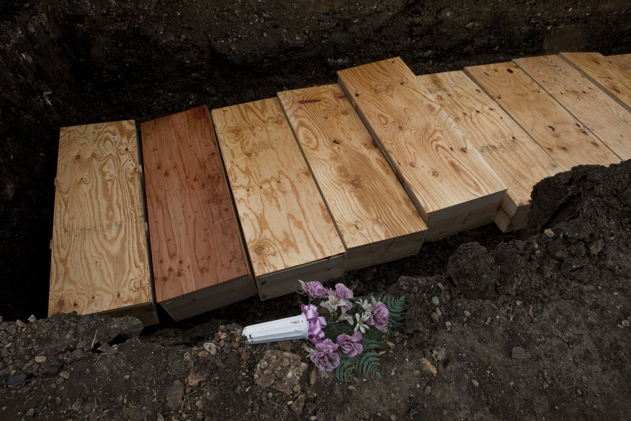 Cook County agrees to pricier burial contract - Chicago Tribune
