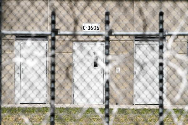 Illinois congressmen say a functioning Thomson prison would pump $200 million a year into the local economy.
