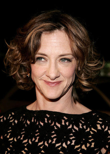Oh she of the many funny faces and John's sister.  Actress Joan Cusack turns 48 today.