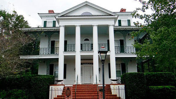 Homeowner and Disney contractor Mark Hurt designed his house to match the exact dimensions of Disneyland's Haunted Mansion, going so far as to measure the exterior of the theme park ride building.