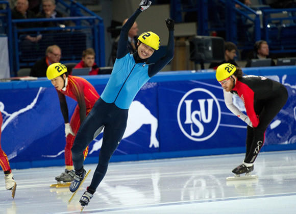 Simon Cho (blue) celebrates after winning the 2011 world title at 500 meters.