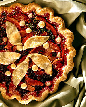 Pear-blackberry pie