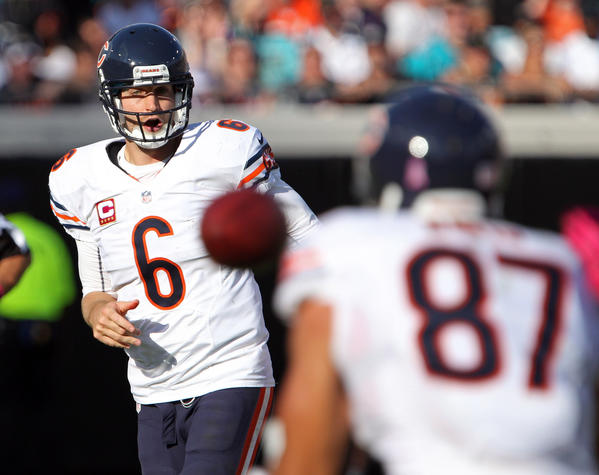Bears quaterback Jay Cutler completes a throw to Bears tight end Kellen Davis in the second quarter.