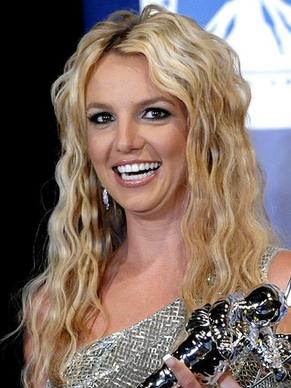 <b> Britney Spears </b> has listed her Beverly Hills Post Office home for $7.9 million.  The house is in a gated community and has six bedrooms and 6 1/2  bathrooms in about 7,500 square feet.