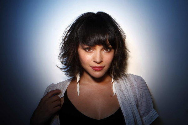 Norah Jones in concert at Chicago Theatre - tribunedigital ...