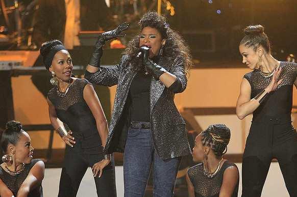 "Former ""American Idol"" contestant Jennifer Hudson sings onstage."