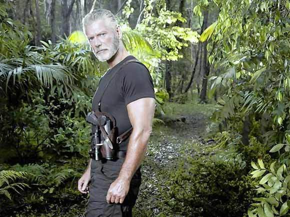 Stephen Lang as Commander Nathaniel Taylor