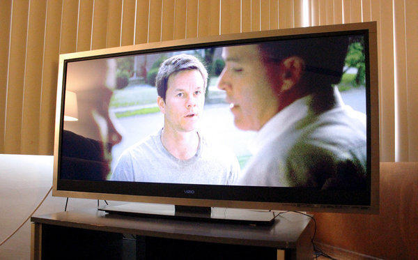 "When playing the movie ""The Fighter"" on the Vizio CinemaWide, the image fills the TV set's entire screen."