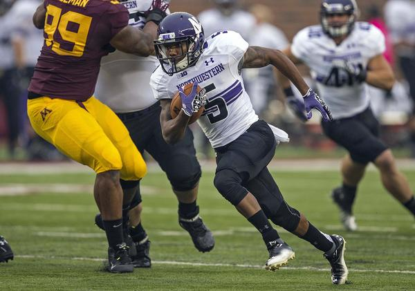Northwestern's Venric Mark runs for a 26-yard touchdown in the first quarter against the Minnesota Golden Gophers at TCF Bank Stadium.