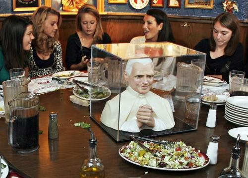 "Kelsey Flannery (center) of Oak Park celebrates her 16th birthday with friends at the ""Pope table"" in Buca di Beppo Restaurant in Chicago's River North area in November 2007."