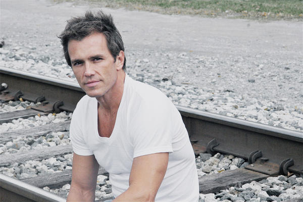 "Scott Reeves, who stars on ""General Hospital,"" will be grand marshal of the grand feature parade Saturday, Oct. 20, during Mountain State Apple Harvest Festival."