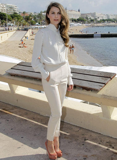 "Keri Russell poses during the photo call for the upcoming FX series ""The Americans"" in Cannes, France."