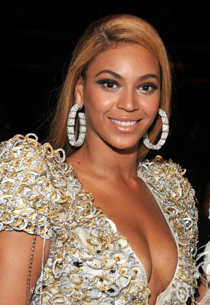 Beyonce will sing at this season's Super Bowl, the Associated Press reported.