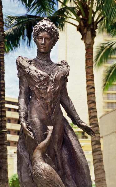 A seven-foot bronze sculpture of Princess Kaiulani by Jan Gordon Fisher stands in Waikiki's Kaiulani Triangle Park. Princess Kaiulani was the last heir to the Hawaiian throne and died at age 23. The statue was dedicated on Oct. 16, 1999, the 124th anniversary of the princess' birth.