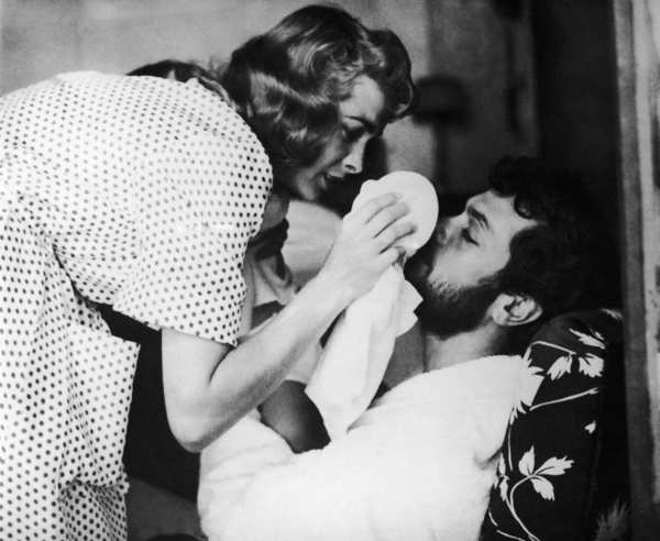 "Janet Leigh treats her husband Tony Curtis's left eye during shooting of ""The Vikings"" on July 12, 1957 near Dinard in Brittany, France."
