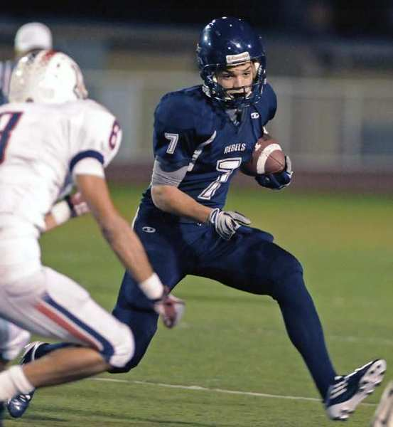 ARCHIVE PHOTO: Flintridge Prep's Stefan Smith runs against La Canada.