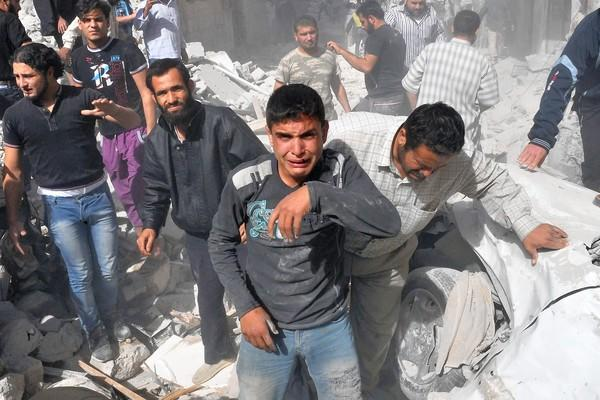 A missile fired by a MiG warplane hit a residential neighborhood in Maarat Numan, destroying four buildings and four homes, a Syrian opposition activist said. More than 40 people were reported killed.