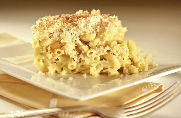 "The macaroni and cheese at King's Fish House restaurants is topped with panko bread crumbs for added crunch. <a href=""http://www.latimes.com/features/food/la-fo-sos-macncheese-20121020,0,7044623.story"">Recipe</a>"