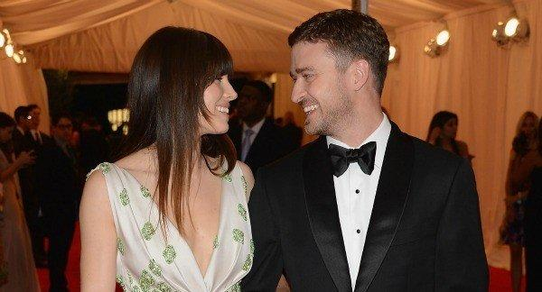 "<i>Ciao, bella!</i> Justin Timberlake and Jessica Biel's Italian wedding is off and running, as famous friends landed in the southern town of Puglia for Friday's nuptials.  Widely published paparazzo shots have folks such as ""SNL"" alum Andy Samberg, ""7th Heaven"" actress Beverley Mitchell and music manager Johnny Wright in attendance.  Wednesday saw a cocktail reception at exclusive beach club Cala Masciola, a luxury haven on the Adriatic Sea, where lanterns and Champagne awaited the casually dressed crowd.   <br><br> <strong>Full story:</strong> <a target=""_blank"" href=""http://www.latimes.com/entertainment/gossip/la-et-mg-timberlake-biel-wedding-italy-guests-arrive,0,6712339.story"">Timberlake-Biel wedding kicks off with famous folks, fireworks</a> 