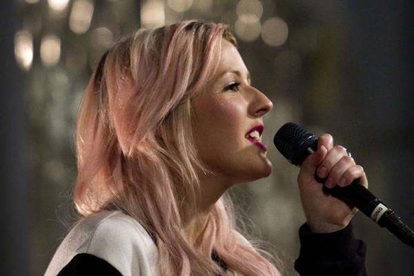 English pop singer Ellie Goulding is to headline the Halloween Masquerade on Saturday at the House of Blues.