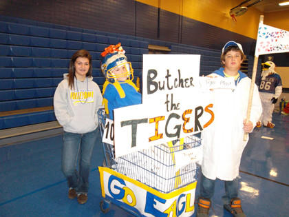 Students at Simmons Middle School took part in homecoming activities on Sept. 21, including a parade where teacher Sue Gapp's homeroom students took first place for their float. From left are Jessica Sommers, Nathan Dengel and Aaron Burgard.