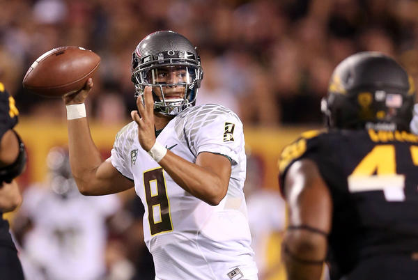 Quarterback Marcus Mariota (8) led Oregon to a 43-7 lead in the first half at Arizona State on Thursday night.
