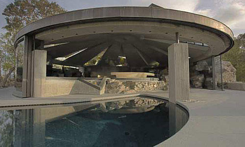 <b>SPACE SHIP:</b> The John Lautner-designed Elrod residence in Palm Springs, Calif.
