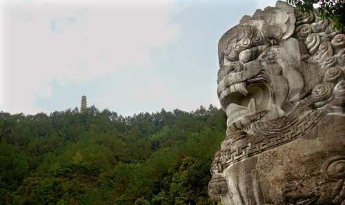 A 60-foot-tall marble male lion stands near the top of Thousand Lion Mountain. These lion carvings date back to the Song (906-1279) and Qing (1644-1911) dynasties.