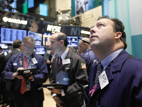 Investors have started heading for the stock market exits as U.S. corporations have lowered sales expectations.