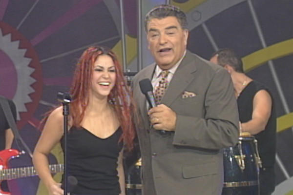 "Colombian singer-songwriter Shakira with Don Francisco on ""Sábado Gigante"" in 1995."