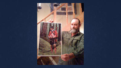 Artist Larry Andrews of Cambridge shows his painting of Cpt. Sir Allan Maclean. Andrews said he will donate half his profits from a Fort Dewart celebration next year to the Folmont Property Owners Association. The association is planning to erect a new storyboard at the earthen remains of the fort.