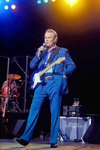 Glen Campbell performs at the Sands Bethlehem Event Center in Bethlehem on Friday, Oct. 26.