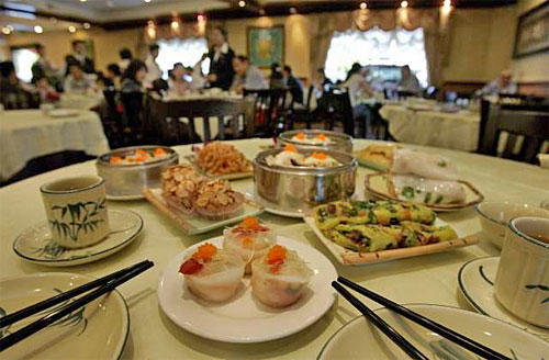 Dim sum such as shiu mai, rice noodle and shark fin and red clam dumplings foreground, make the new Elite Restaurant a top address in the San Gabriel Valley. Subtle twists can surprise even connoisseurs.