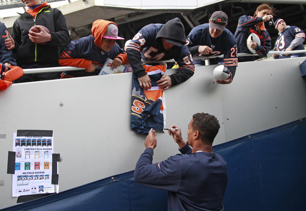 Chicago Bears defensive end Corey Wootton (98) signs autographs before the game against the Carolina Panthers at Soldier Field, in Chicago on Sunday.