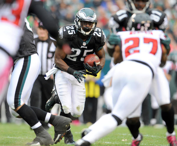 Philadelphia Eagles running back LeSean McCoy (25) runs against the Atlanta Falcons  at Lincoln Financial Field in Philadelphia on Sunday.
