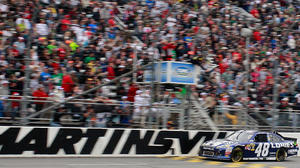 Johnson wins at Martinsville to grab Chase lead
